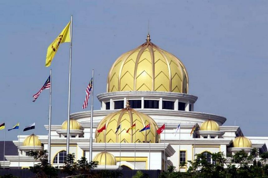 Malay Rulers appreciated the actions of the Sultan of Johor and the Raja Muda of Perlis in shitting down the Muslims-only laundrette.