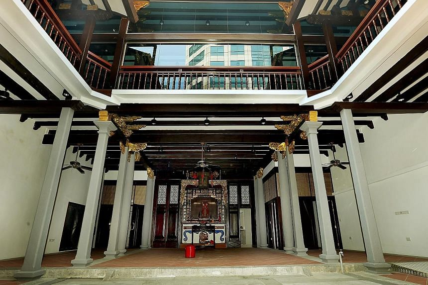 Located on the corner of Telok Ayer Street and Cross Street, the original single-storey building had become worn out by 1844 and funds were raised for its reconstruction to today's two-storey structure. In the main hall of the Ying Fo Fui Kun clan as