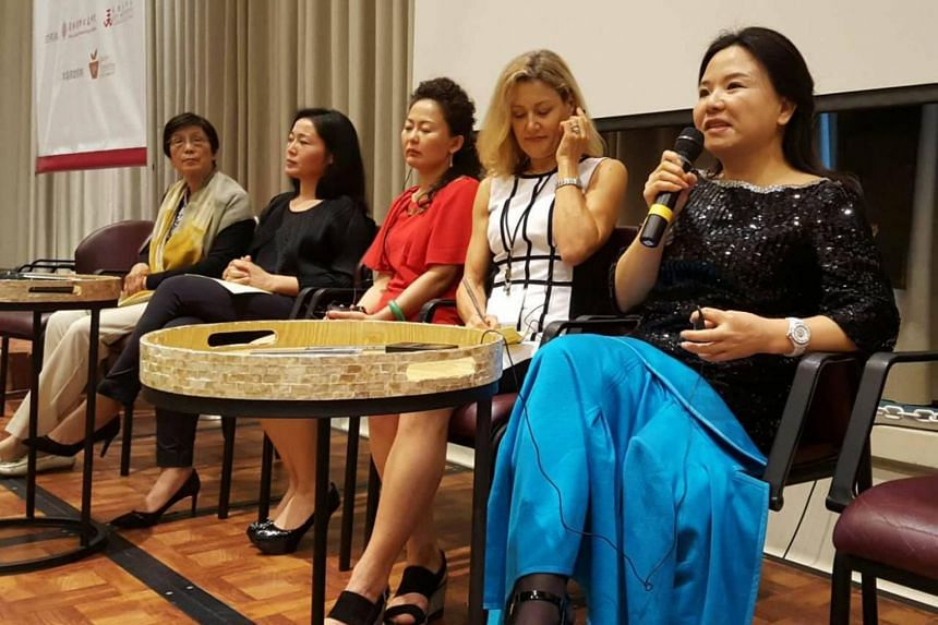 Ms He Qiaonv speaking at the 3rd East-west Philanthropists Summit in Honolulu, Hawaii, on Jan 8, 2016.