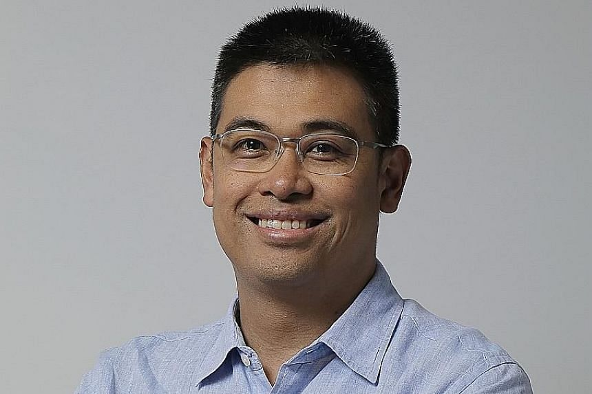 Mr Paul Santos concentrates on corporate software and hardware companies.