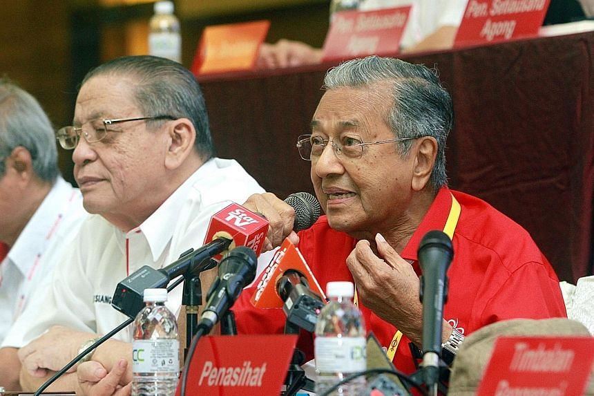 Also expected at the forum with Tun Dr Mahathir Mohamad is Democratic Action Party adviser Lim Kit Siang (left), who was one of those detained during the Ops Lalang security crackdown in 1987.