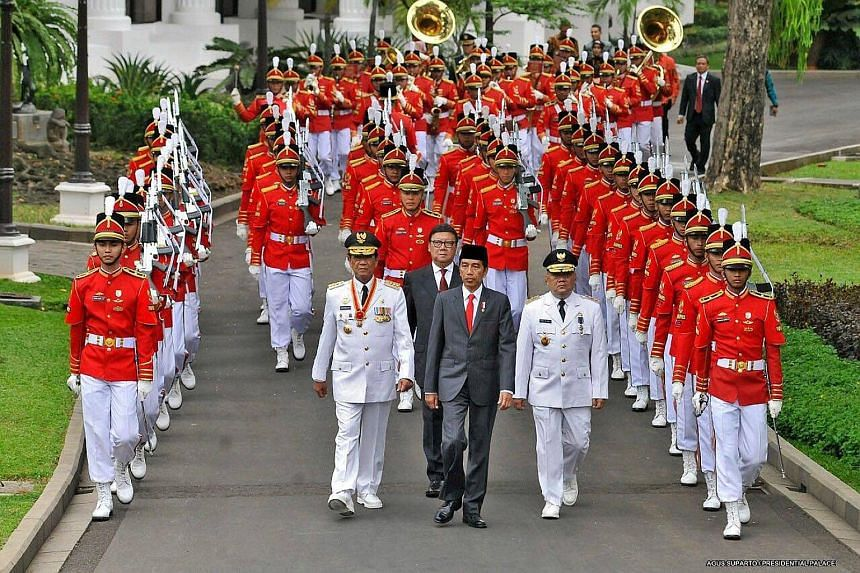 Sri Sultan Hamengkubuwono X is a highly respected figure who almost ran for president in 2009. Leading a procession on the Istana grounds in Jakarta are (from left) Sri Sultan Hamengkubuwono X, Indonesian President Joko Widodo and Yogyakarta Deputy G