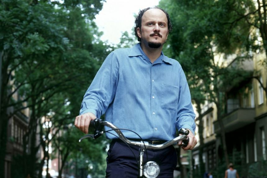 Fresh Complaint is Pulitzer Prize-winning author Jeffrey Eugenides' first collection of short stories.