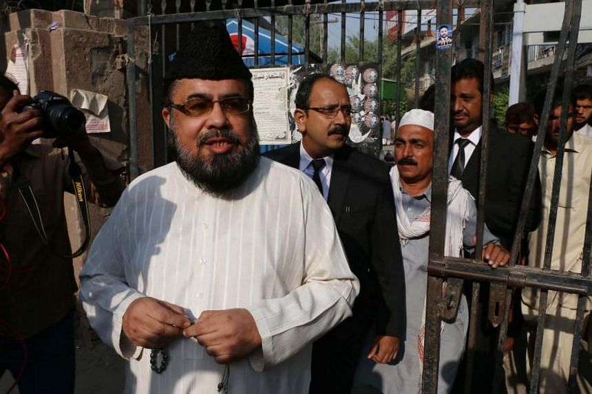 Pakistani cleric Mufti Abdul Qavi comes out from court after the hearing in the murder of social media star Qandeel Baloch in Multan on Oct18, 2017.