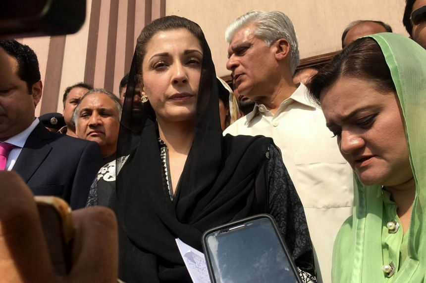 Maryam Nawaz, daughter of former Prime Minister Nawaz Sharif, talking with supporters after appearing before an anti-corruption court in Islamabad, Pakistan, on Oct 9, 2017.