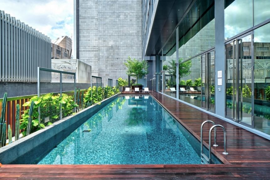 Swimming pool at YOTEL Singapore.