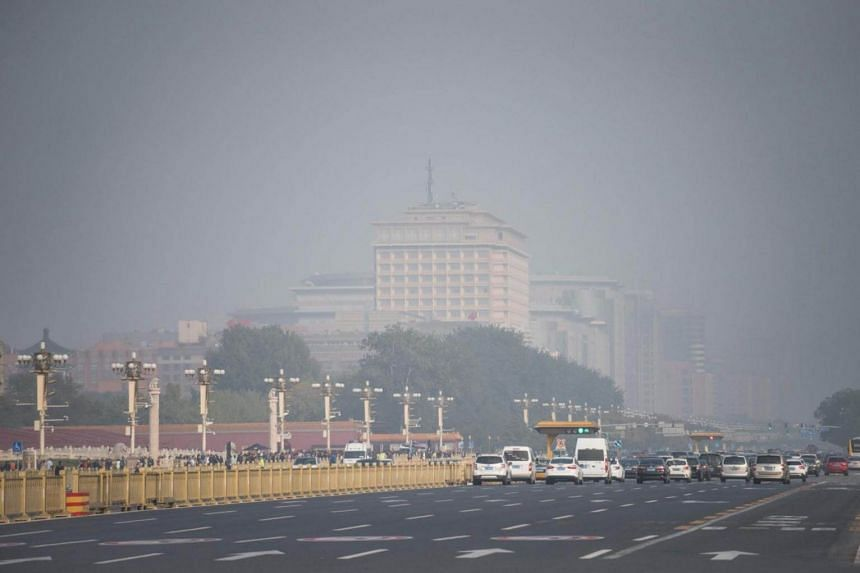 Smogs blankets a main road leading to Tiananmen Square during the Communist Party's 19th Congress in Beijing on Oct 20, 2017.