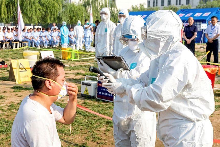 People participate in an emergency exercise on prevention and control of H7N9 bird flu virus organised by the Health and Family Planning Commission of the local government in Hebi.