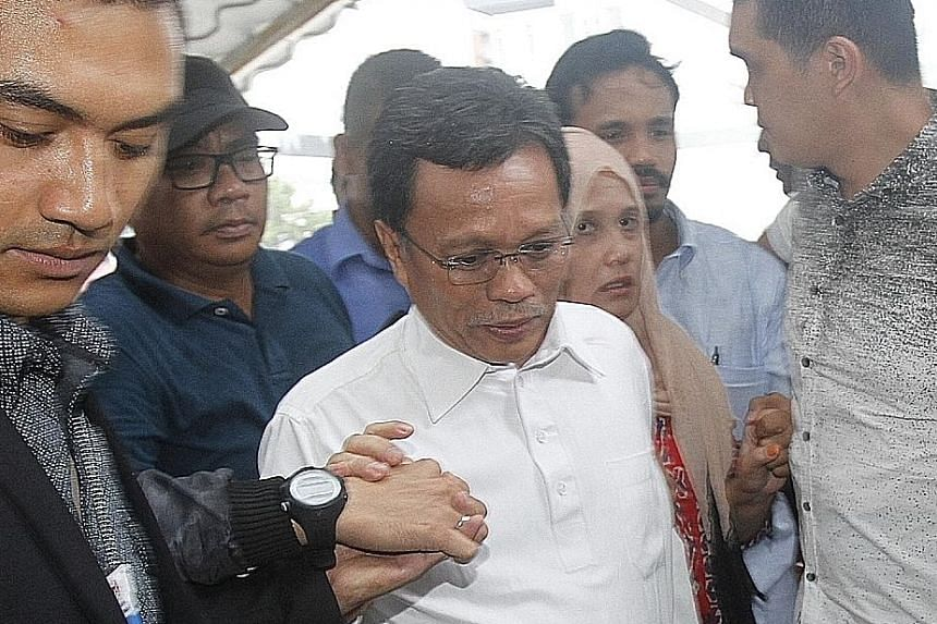 Sabah opposition leader Shafie Apdal will be remanded for four days to help in investigations related to alleged abuse of power and misappropiation of RM1.75 billion (S$563 million) in funds when he was rural development minister. He was detained by