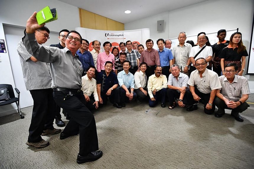 Taxi driver Chee Chan Boon takes a wefie with his fellow taxi drivers, Minister Ong Ye Kung and Republic Polytechnic students.
