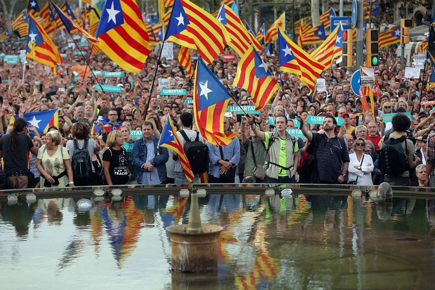 Thousands rally in Barcelona against the imprisonment of Catalan pro-independent leaders, Oct 21, 2017