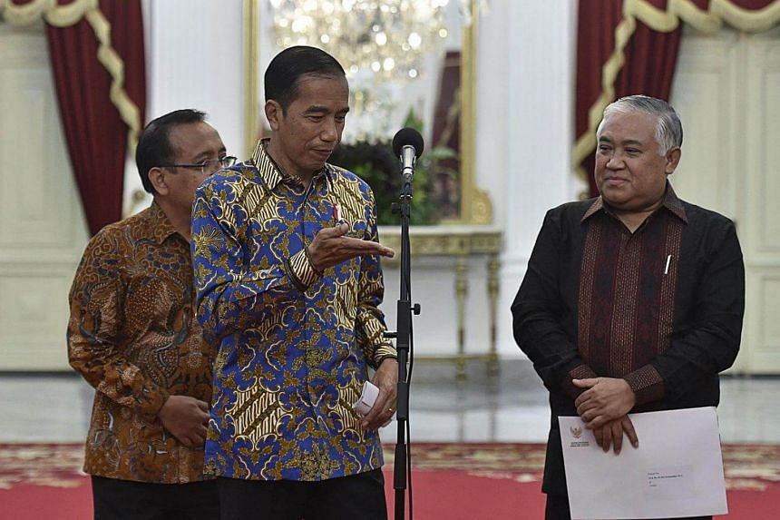 President Joko Widodo, with state secretary Pratikno (left) and former Muhammadiyah chairman Din Syamsuddin (right), during a press conference at the Merdeka Palace in Jakarta on Oct 23, 2017.