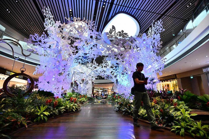 Steel in Bloom, sculpture in Changi Airport Terminal 4 transit area.