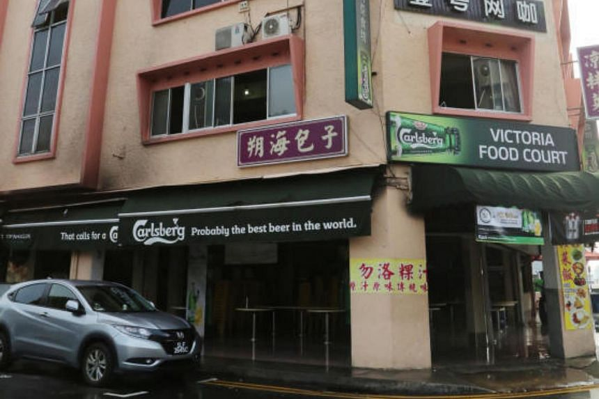 A fire engulfed a coffee shop in Geylang early on Wednesday (Oct 25) morning, forcing occupants of the building to evacuate.