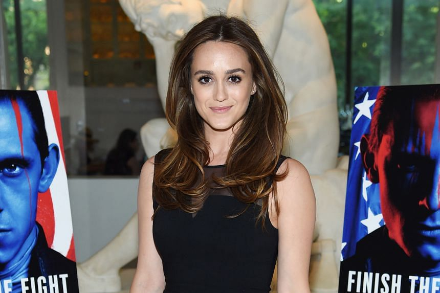 Actress Heather Lind says former US president George H. W. Bush groped her in an incident four years ago.