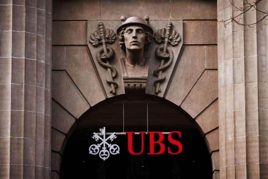UBS's common equity tier 1 capital ratio, an important measure of balance sheet strength which UBS uses to help decide its dividend, rose to 13.7 per cent from 13.5 per cent.