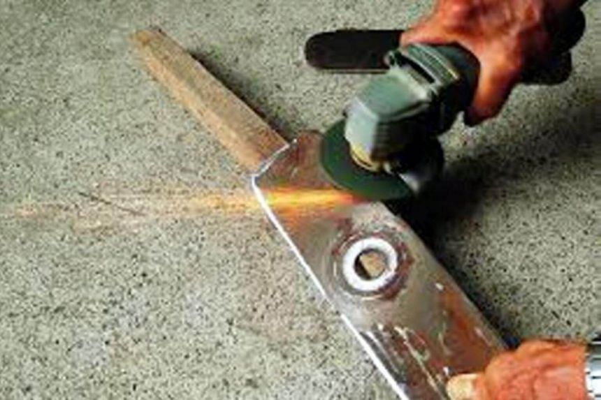 The father of the victim was sharpening the blades of a grass cutter, when the rotary sharpener shattered and pieces of it went flying.