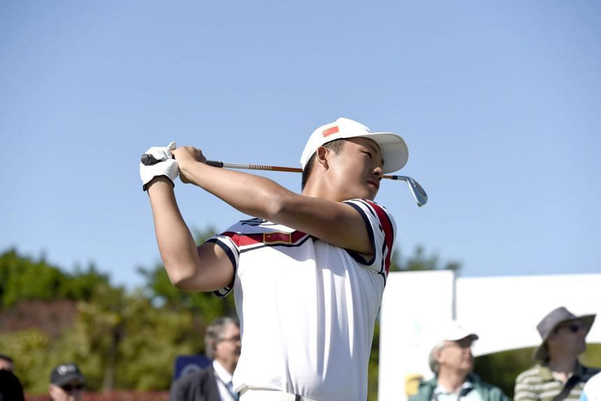 China's Lin Yuxin, 17, recovered from a triple bogey to lead after the third round of the Asia-Pacific Amateur Championship at the Royal Wellington Golf Club in New Zealand.