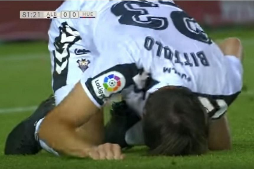 Mariano Bittolo writhing around on the floor in agony after sustaining the injury on Oct 28, 2017.