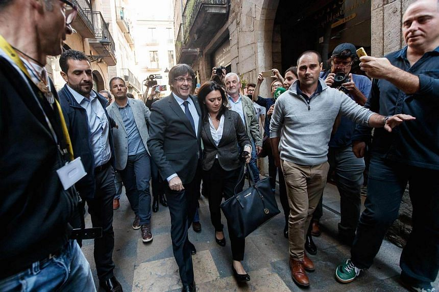 Catalan regional president Carles Puigdemont (centre), who was officially deposed by Madrid, with his wife Marcela Topor.