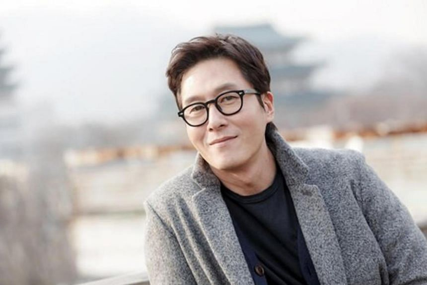 Kim Joo Hyuk, 45, died Monday (Oct 30) from head injuries after his Mercedes crashed into an apartment wall and flipped over.