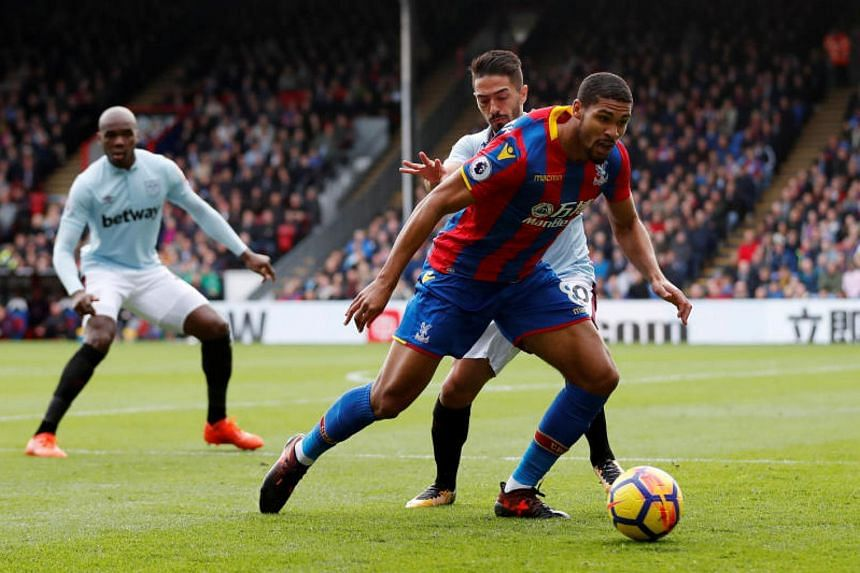 Crystal Palace's Ruben Loftus-Cheek in action with West Ham United's Manuel Lanzini on Oct 28, 2017.