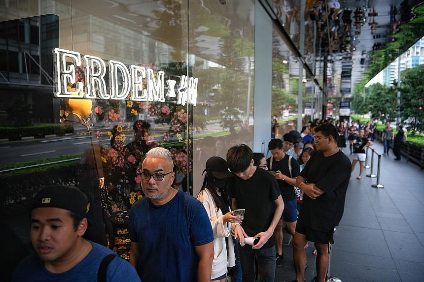 6026437d6a59 Fans queue up day before launch for Erdem x H M collection