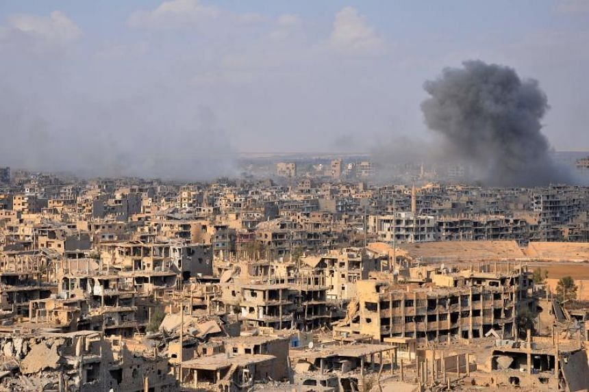 Smoke billows from the city of Deir Ezzor during an operation by Syrian government forces against ISIS on November 2, 2017.