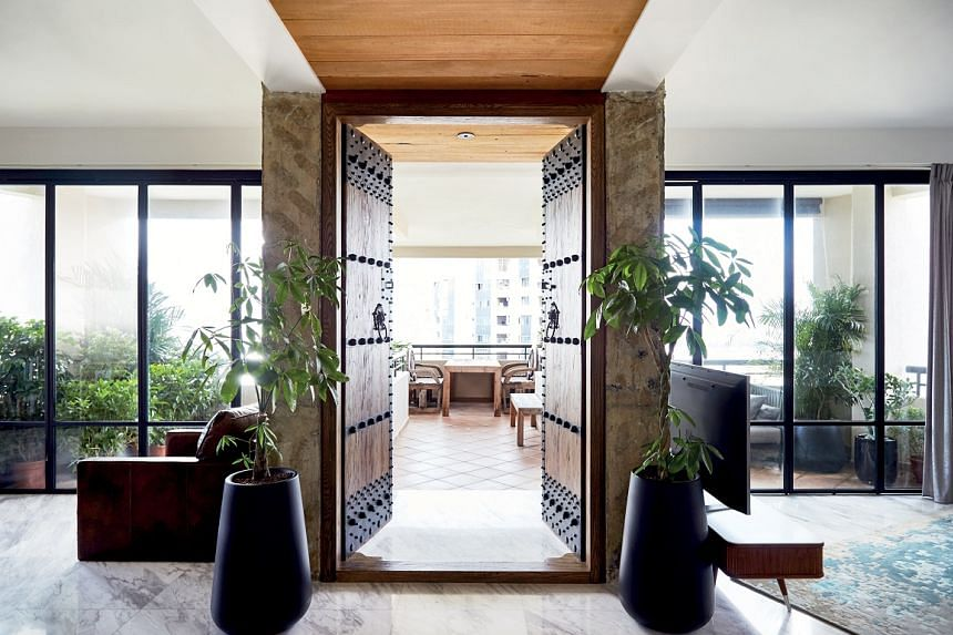 As the bulky structure leading to the balcony could not be removed, it was turned into a statement piece instead with a pair of Chinese doors.