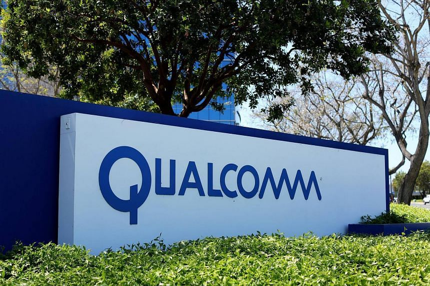Qualcomm Inc is preparing to fend off an unsolicited US$100 billion takeover bid from Broadcom, arguing it undervalues the company, people familiar with the plans said.
