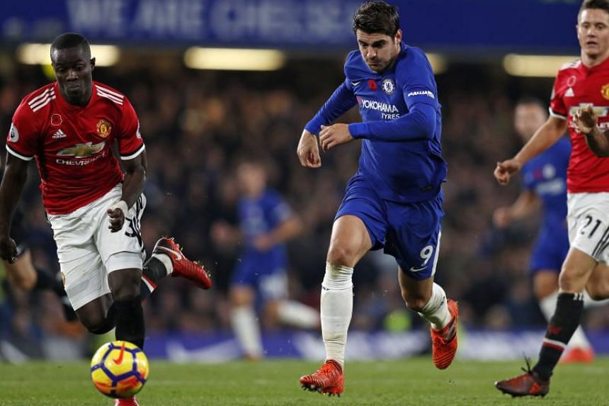Chelsea's Spanish striker Alvaro Morata (centre) runs with the ball during the English Premier League football match between Chelsea and Manchester United at Stamford Bridge in London on Nov 5, 2017.