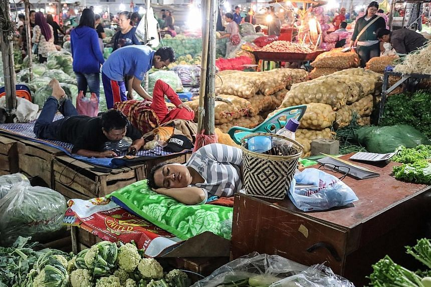 A traditional market in Medan. Indonesia's private consumption, which accounts for about half of gross domestic product, remained flat in the third quarter from a year ago, despite policymakers' efforts to lift the growth rate.
