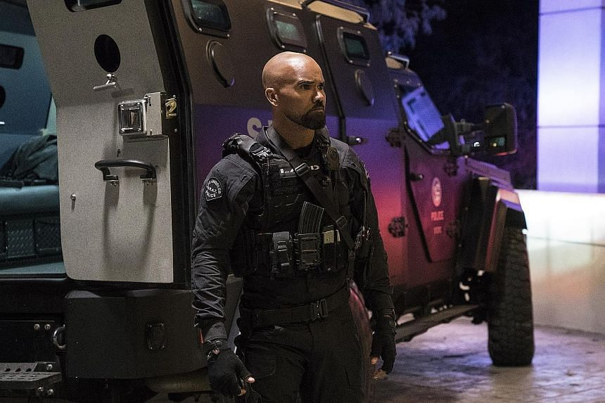 Shemar Moore plays a sergeant newly tasked with heading the Los Angeles Police Department's elite Special Weapons And Tactics unit in S.W.A.T.