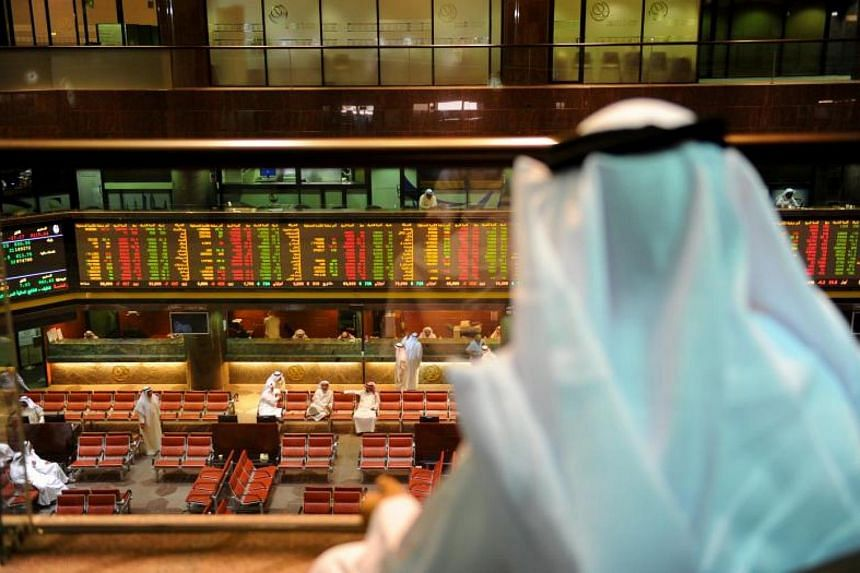 Saudi Arabia's stock market continued to fall in early trade on Wednesday because of concern about the economic impact of its anti-corruption purge.