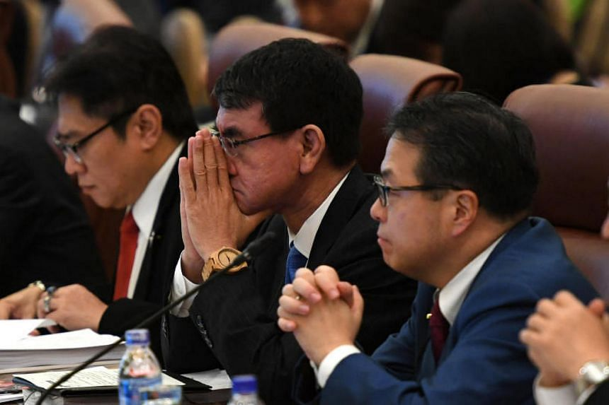 Japanese Foreign Minister Taro Kono (centre) told Vietnamese Deputy Prime Minister and Foreign Affairs Minister Pham Binh Minh on Tuesday that he hoped the TPP-11 countries could arrive at an in-principle agreement this week.