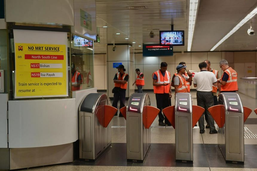 SMRT staff seen inside Braddell MRT on Oct 7, 2017 near the control station which showed that there was no MRT service on the NSL between Bishan and Toa Payoh.