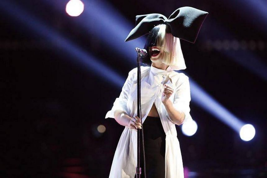 Australian pop star Sia took paparazzi to task for attempting to sell naked photos of her and posted the image herself on Twitter.