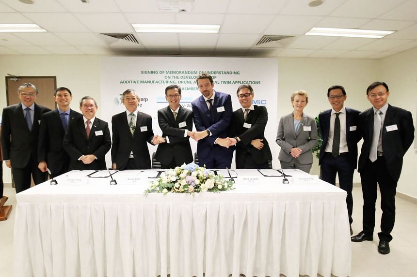 At the signing of the MOU are (from left): SembMarine chief operating officer Ong Poh Kwee; A*Star executive director of Science and Engineering Research Council Tan Sze Wee; SembMarine president and CEO Wong Weng Sun; SIMTech executive director Lim