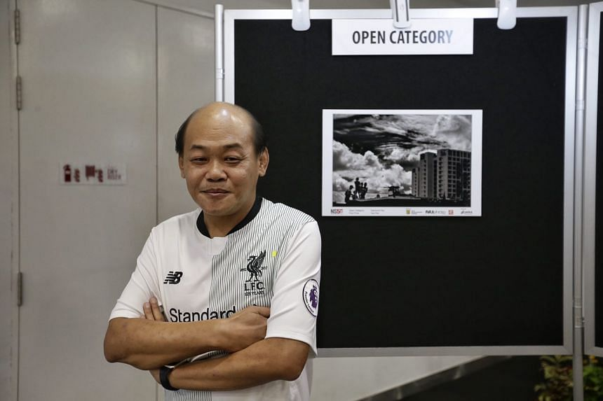 Mr Desmond Teo Puay Chuan with his winning entry in the Open Category.