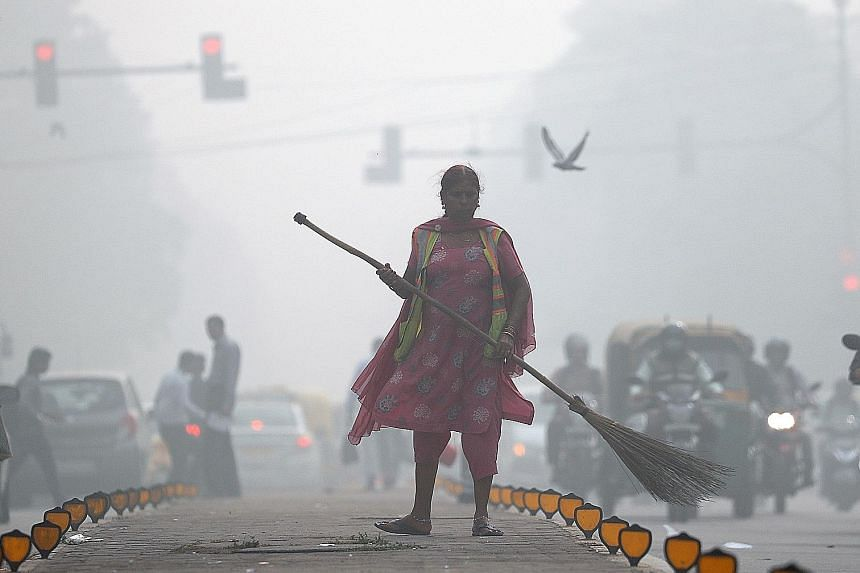 New Delhi engulfed in heavy smog yesterday. Pollution levels are starting to come down, said meteorologists.