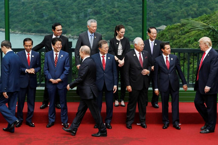 PM Lee Hsien Loong prepares to take a photo with Apec leaders in Danang.