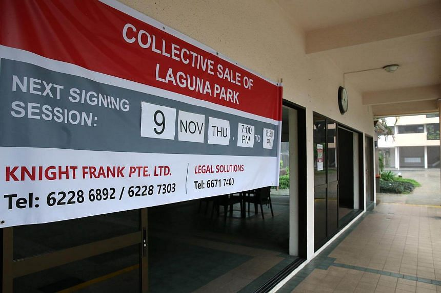 A banner put up at the clubhouse entrance of Laguna Park urging residents to pen their signatures for the en bloc to go ahead.