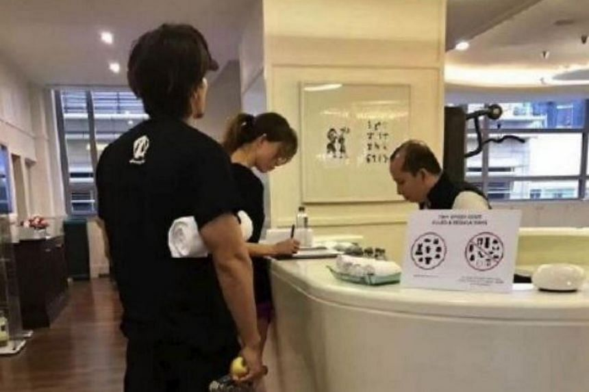 A picture showing former F4 member Jerry Yan and actress Chiling Lin at a gym in Kuala Lumpur, that was posted on Weibo on Nov 12, 2017.