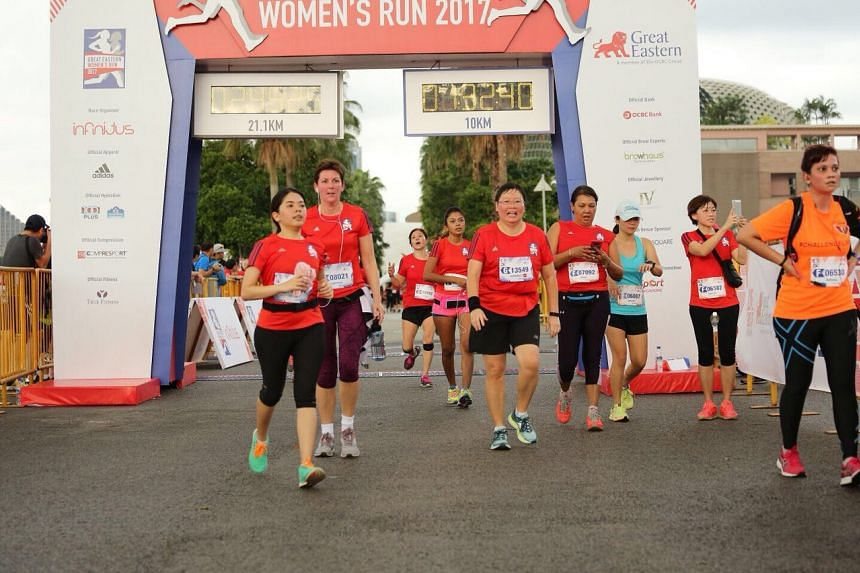 ST sports editor Lee Yulin (centre, No. 13549) crossing the finish line at the Great Eastern Women's Run on Nov 12, 2017.