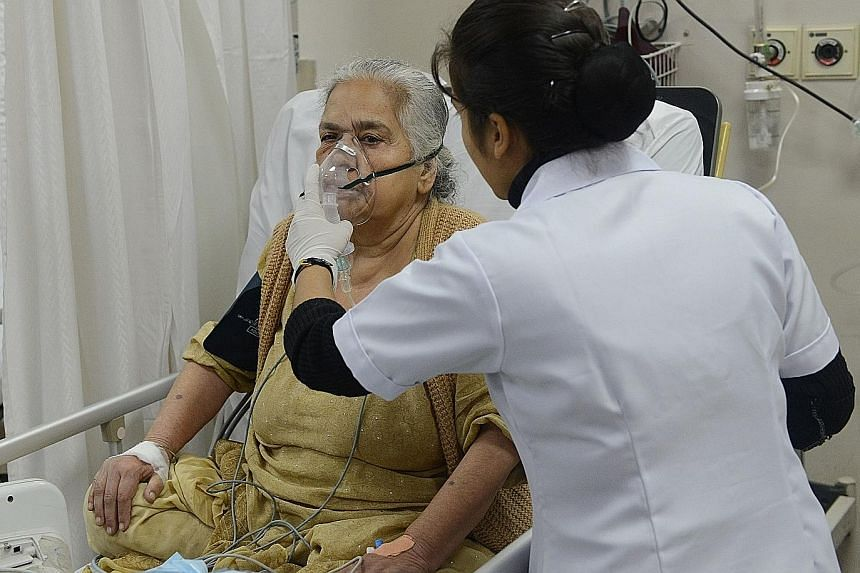 A patient being treated last Friday at New Delhi's Sir Ganga Ram Hospital, which has reported a rise in emergency cases. A respiratory disease specialist at the hospital said many of the worst health effects of the toxic smog would not be seen for ye
