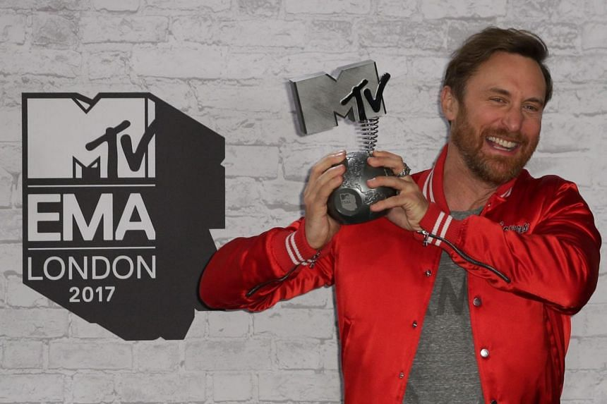 French DJ David Guetta poses with the award for best electronic act in the winners' area during the 2017 MTV Europe Music Awards (EMA) at Wembley Arena in London on Nov 12, 2017.