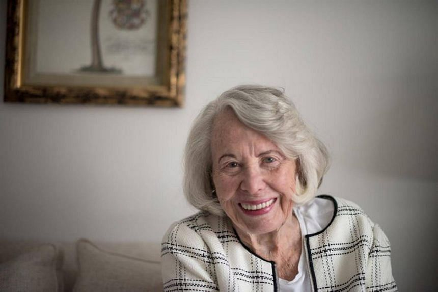 Liz Smith, the longtime queen of New York's tabloid gossip columns, died on Sunday at her home in Manhattan.