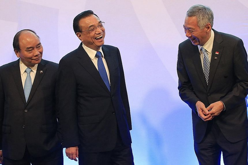 Prime Minister Lee Hsien Loong with Chinese Premier Li Keqiang (centre) and Vietnamese Prime Minister Nguyen Xuan Phuc at the Asean-China Summit in Manila yesterday.