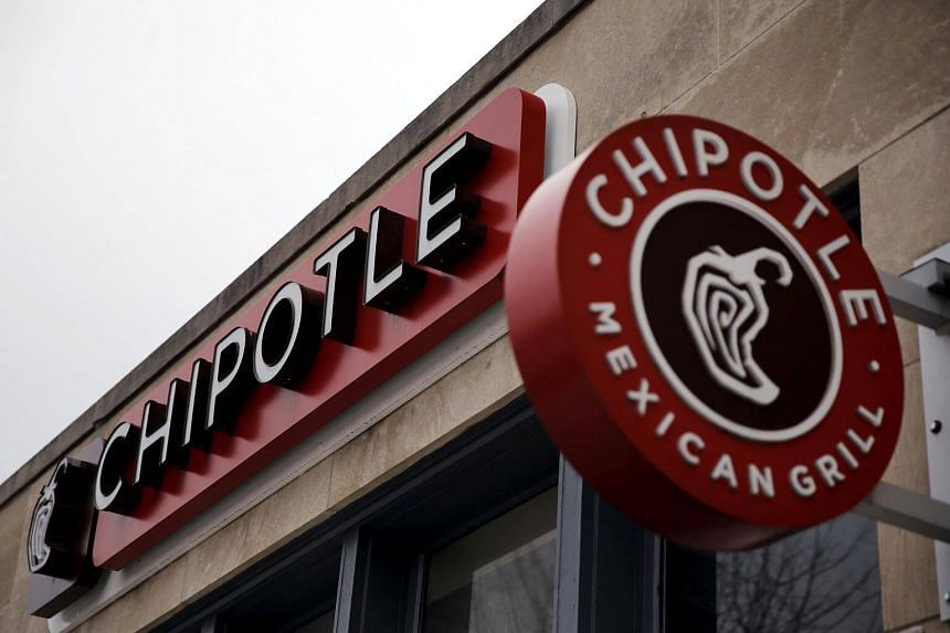 Chipotle Mexican Grill denied allegations by actor Jeremy Jordan that eating at one of its restaurants landed him in the hospital.
