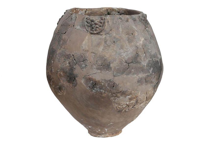 A neolithic jar from Khramis Didi-Gora, Georgia.